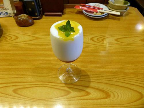 居酒屋おーるすたぁず写真9マンゴー入りプルプル杏仁豆腐